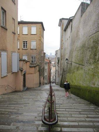Fourviere Hill: Ascenso-descenso por calle con escaleras