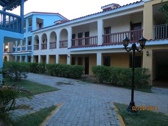 Brisas Trinidad del Mar: Jardin et chambres