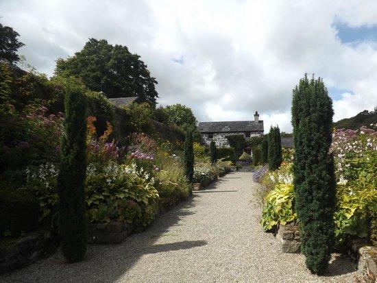 Plas Cadnant Hidden Gardens: Planted boarders in style of Gertrude Jekyl