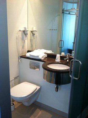 Wakeup Copenhagen Carsten Niebuhrs Gade: Bathroom