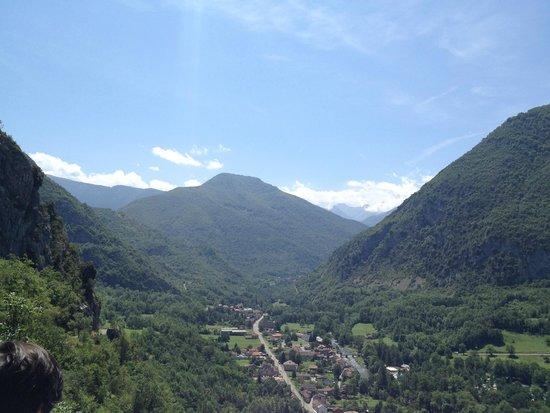 Niaux Cave: vue depuis l'esplanade de la grotte de Niaux