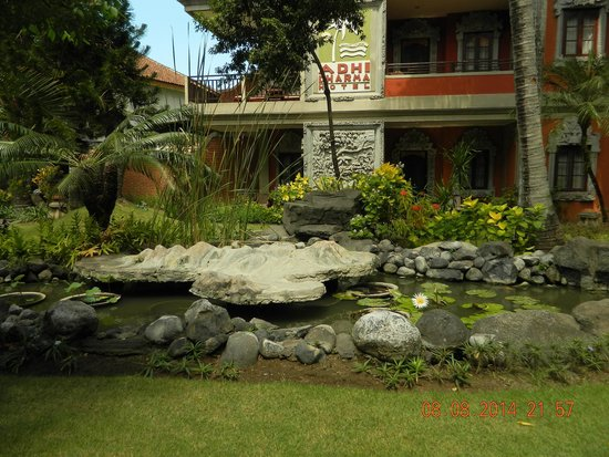 Adi Dharma Hotel: central courtyard