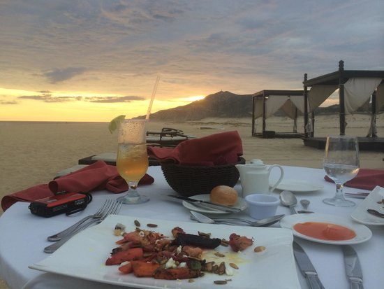 Pueblo Bonito Pacifica Golf & Spa Resort: Dinner on the beach