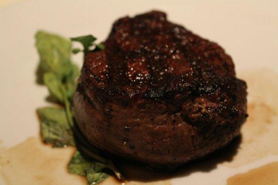 Council Oak Steaks & Seafood : 8oz Filet Mignon