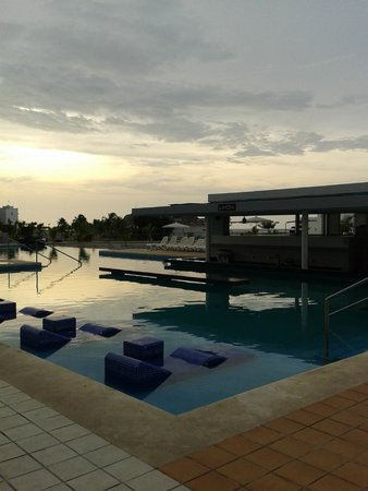 Hotel Riu Playa Blanca: Pool Bar