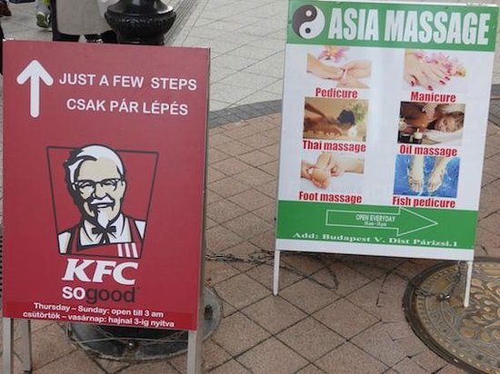 Vaci Street: Kentukis, masajes...de todo...