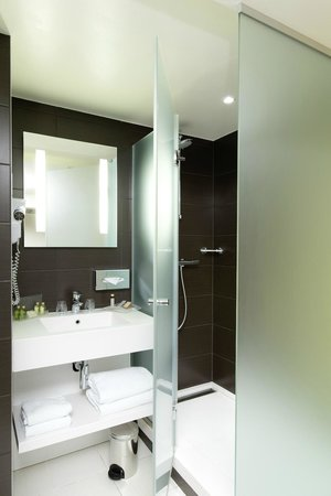 Holiday Inn Paris Opera-Grands Boulevards: Bathroom Deluxe Room