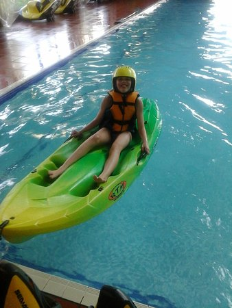Allhallows Holiday Park - Haven: kayaking
