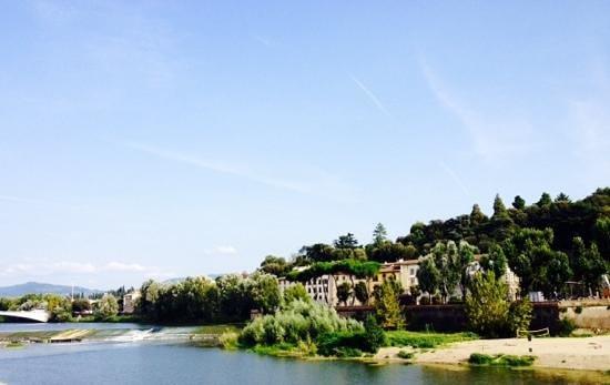Hotel Privilege: rio Arno em frente ao Hotel