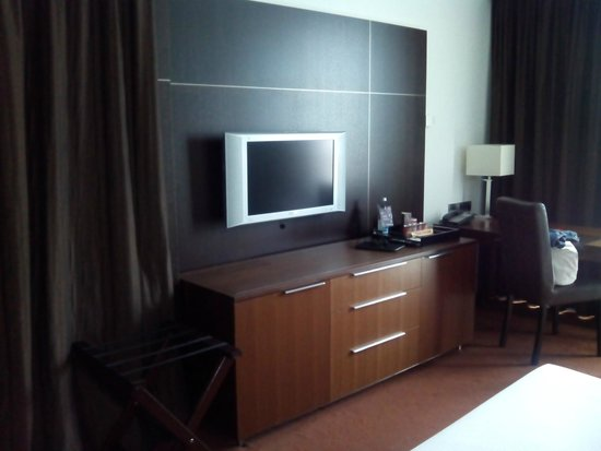 Sheraton Porto Hotel & Spa : Habitación - TV