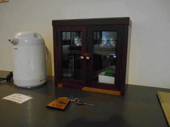 Hotel View Kuroda: 湯沸かしポット お茶セット