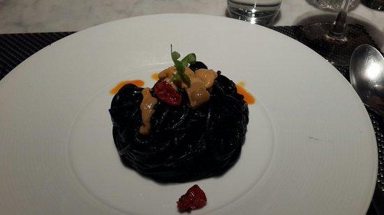 Vesper Cocktail Bar and Restaurant: Black ink linguine with uni.