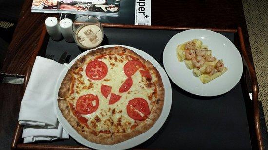 Radisson Blu Edwardian Grafton Hotel: magheritta pizza and prawn with lime starter