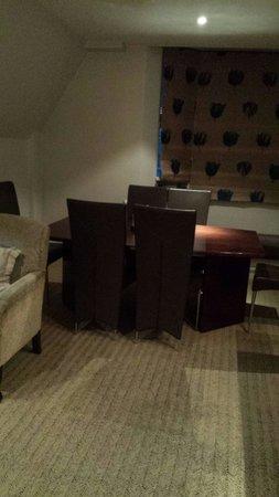 Radisson Blu Edwardian Grafton Hotel: dining area in Deluxe suit