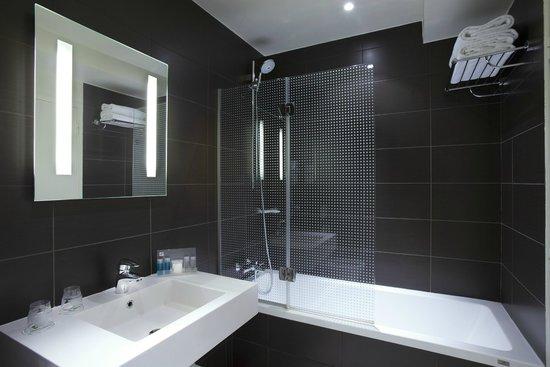Holiday Inn Paris Opera-Grands Boulevards: Bathroom Twin Room