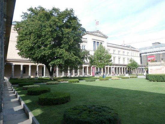Neues Museum : Museum exterior