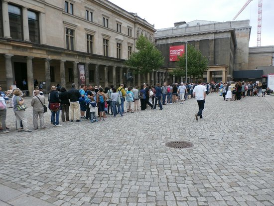 Neues Museum : Museum exterior with the long line from Pergamonn waiting