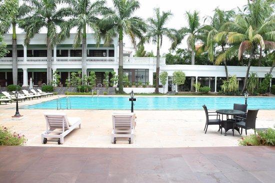 Jehan Numa Palace Hotel: Pool side