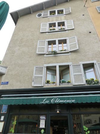 La Clemence: The front of the cafe