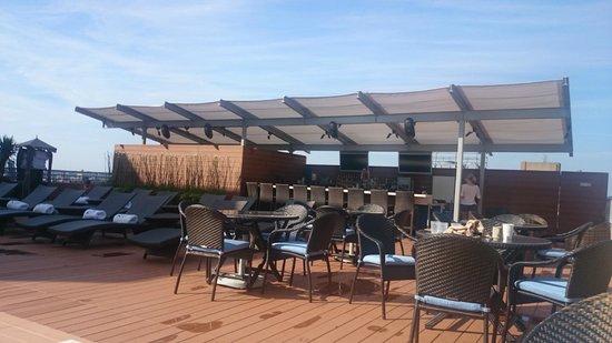 Colonnade Hotel: New refurbished pool bar