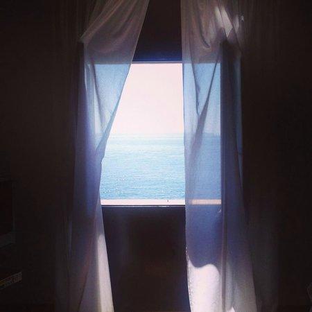 Hospes Maricel Mallorca & Spa: la ventana de la habitación