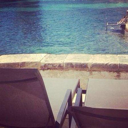 Hospes Maricel Mallorca & Spa: Las tumbonas..en el agua