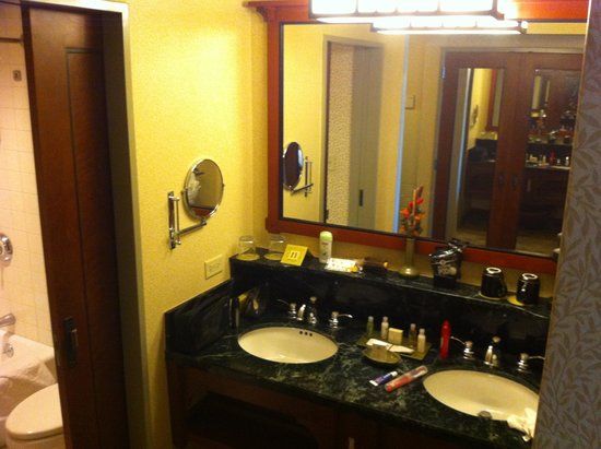 Disney's Grand Californian Hotel & Spa: Sinks