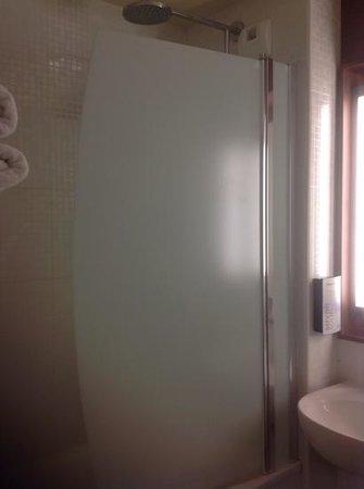 Campanile Nice - Aéroport : душ