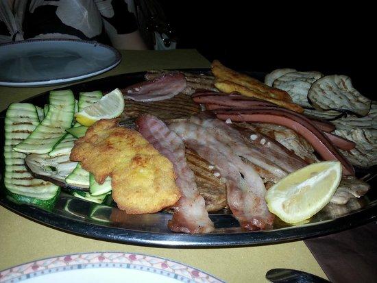 Castelfranco Emilia, Italien: Grigliata di carne
