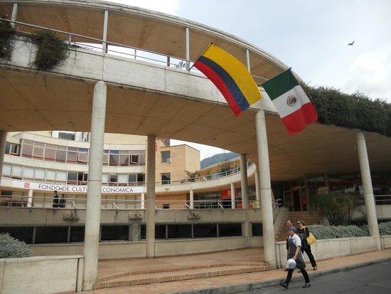 Centro Cultural Gabriel Garcia Marquez: Vista principal del edificio