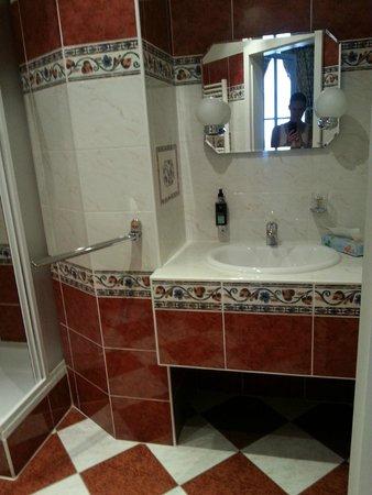 Hotel Trinidad Prague Castle: Bathroom