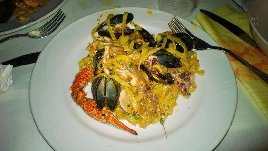 La Piazzetta : piatto tagliolini allo scoglio