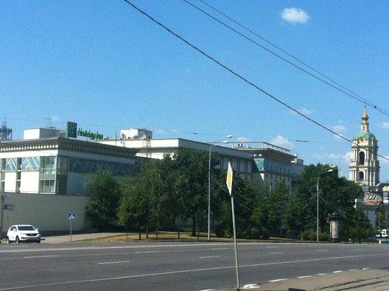 Holiday Inn Moscow-Tagansky: Вид на отель с Симовского вала