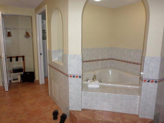 Wyndham Sea Gardens: master bath