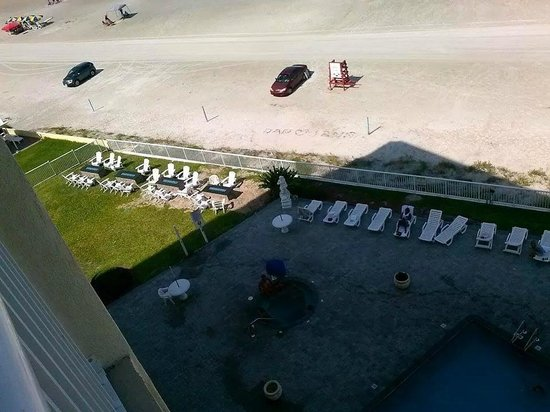 Emerald Shores Hotel: view from my balcony of pool and fire pits on left