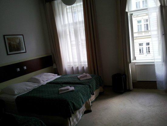 Hotel Atos : cuarto gigante