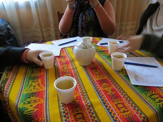 Imperial Cusco Hotel: recepcion con te de coca