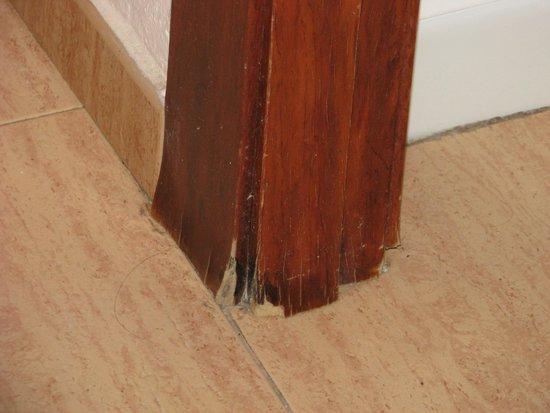 H.TOP Amaika: the frame door (no door) between room and the hall