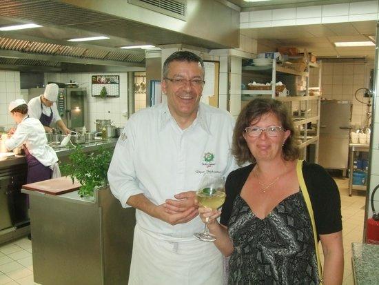 Hostellerie La Cheneaudiere - Relais & Chateaux: visite de la cuisine avec le chef roger