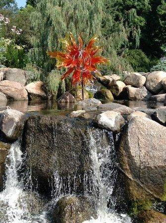 Minnesota Landscape Arboretum: Glass sculpture in the garden.