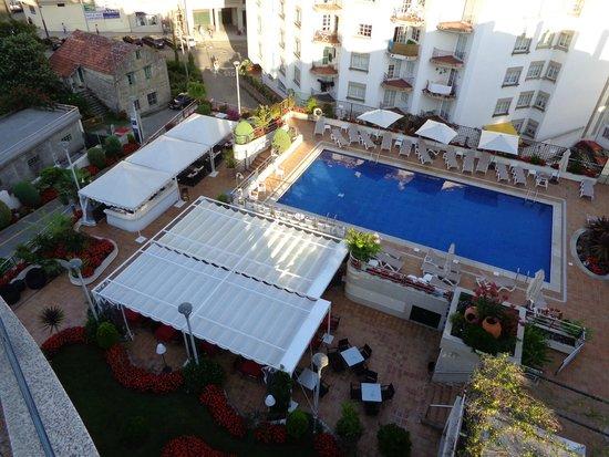 Hotel Carlos I Silgar: The pool and pool bar