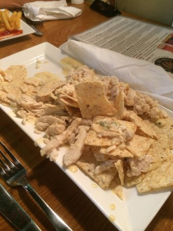 Galena Brewing Company: Gross canned chicken on the nachos