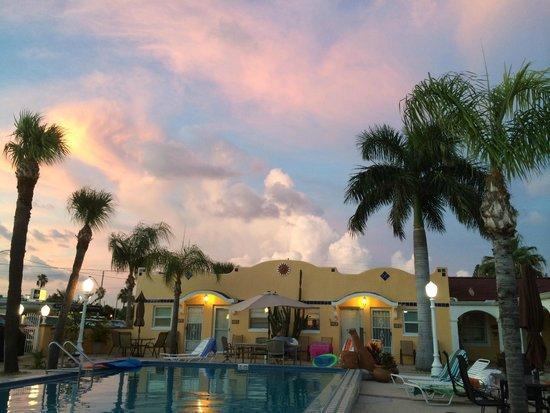 Gulf Tides Inn : Beautiful sunset