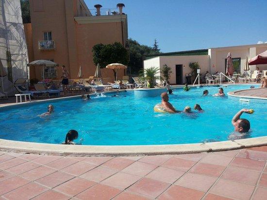 Tui Sensimar Atlantic Palace: La piscina.