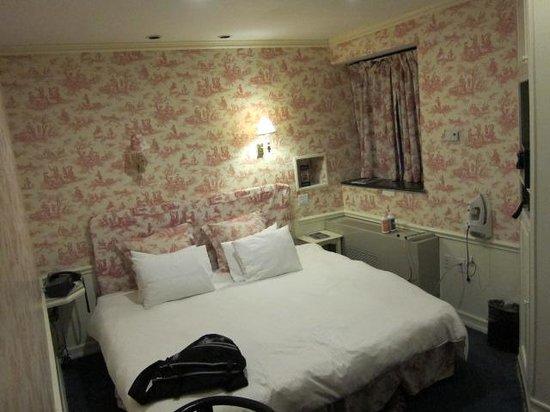 Mayfair Hotel: Room view from doorway