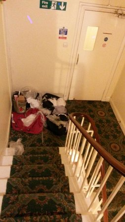 The Lonsdale Hotel : Una sera abbiamo trovato nel pianerettolo gli asciugamani per gli ospiti così sitemati