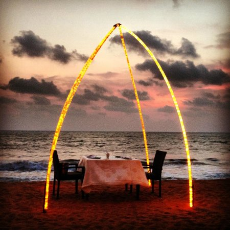 Club Hotel Dolphin: Dinner on the beach is an absolute must-do romantic experience