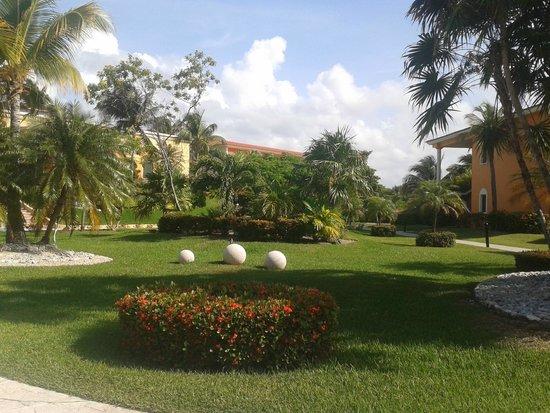 Ocean Maya Royale: The grounds