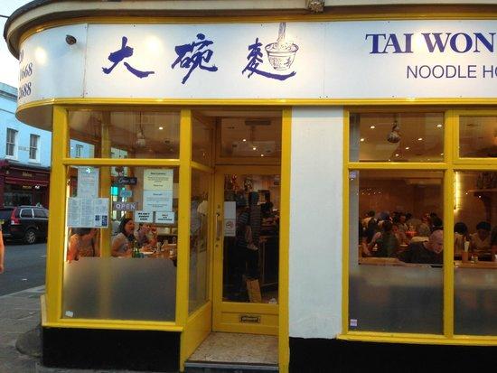 Tai Won Mein Noodle House : front of noodle bar