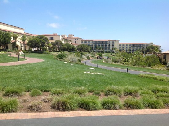 Terranea Resort: Walking around the back of the resort.